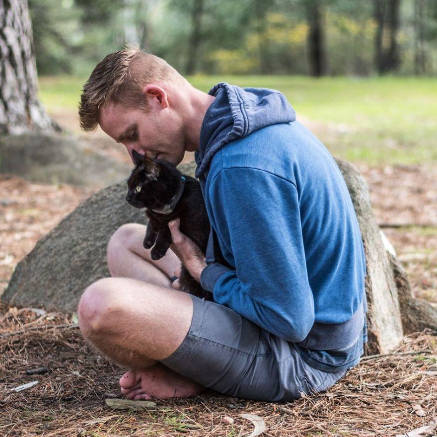 fa il giro dell'Australia con gatto in camper3