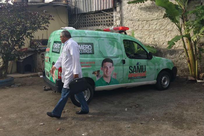consigliere brasiliano salva animali per strada1